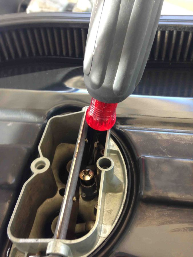 In order to stabilize the choke plate, use a device like this screwdriver, to hold the choke open the max amount. It frees up your hands and allows you to concentrate completely on the removal and replacement of the nozzle.